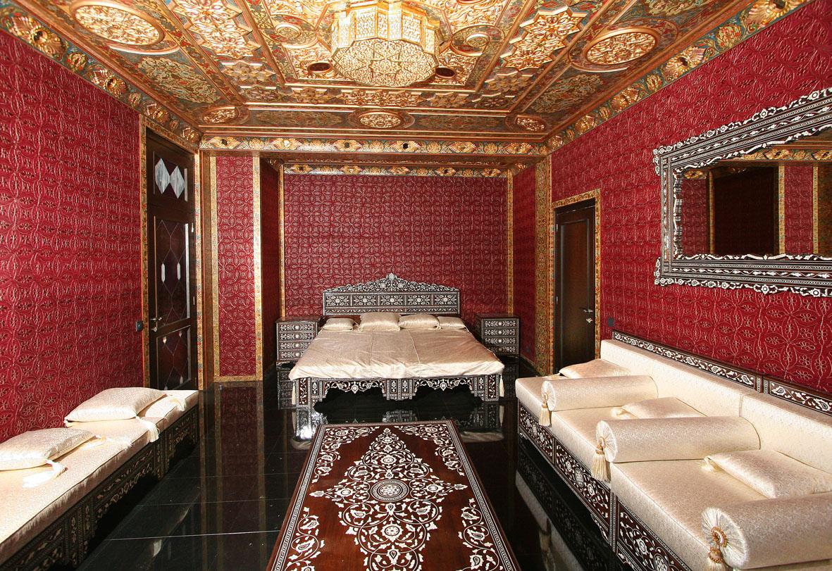 Арабский стиль отличается тонкостью рисунков и богатством отделки.  Дизайн интерьера квартиры, выполненный в арабском...
