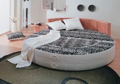 Кровать круглая.